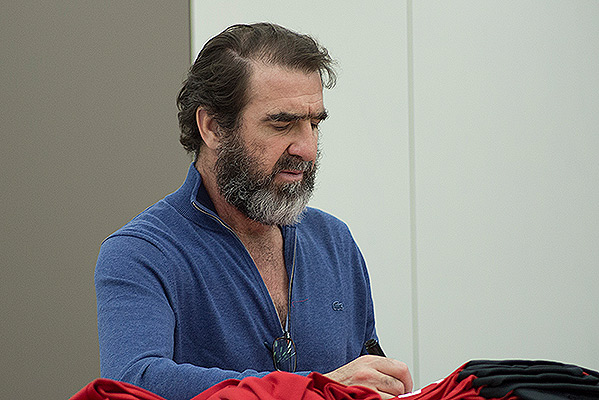 Eric-Cantona-Signing-Photo